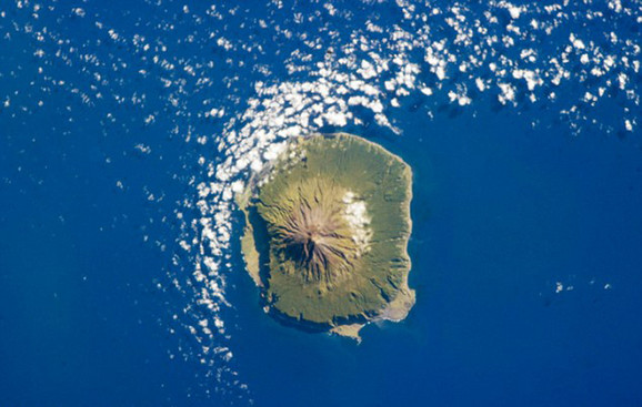 Vulkansko ostrvo Tristan de Kunja u južnom delu Atlantika