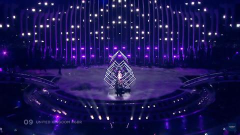 BAŠ NEMA SREĆE: Pre dva dana muškarac joj je prekinuo nastup na Evroviziji, a sada proživljava NOVU DRAMU!