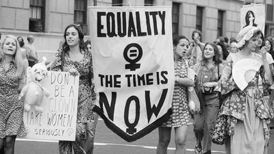 Pandemia uwypukla nierówności między płciami. Komu zależy na poddańczej roli kobiet
