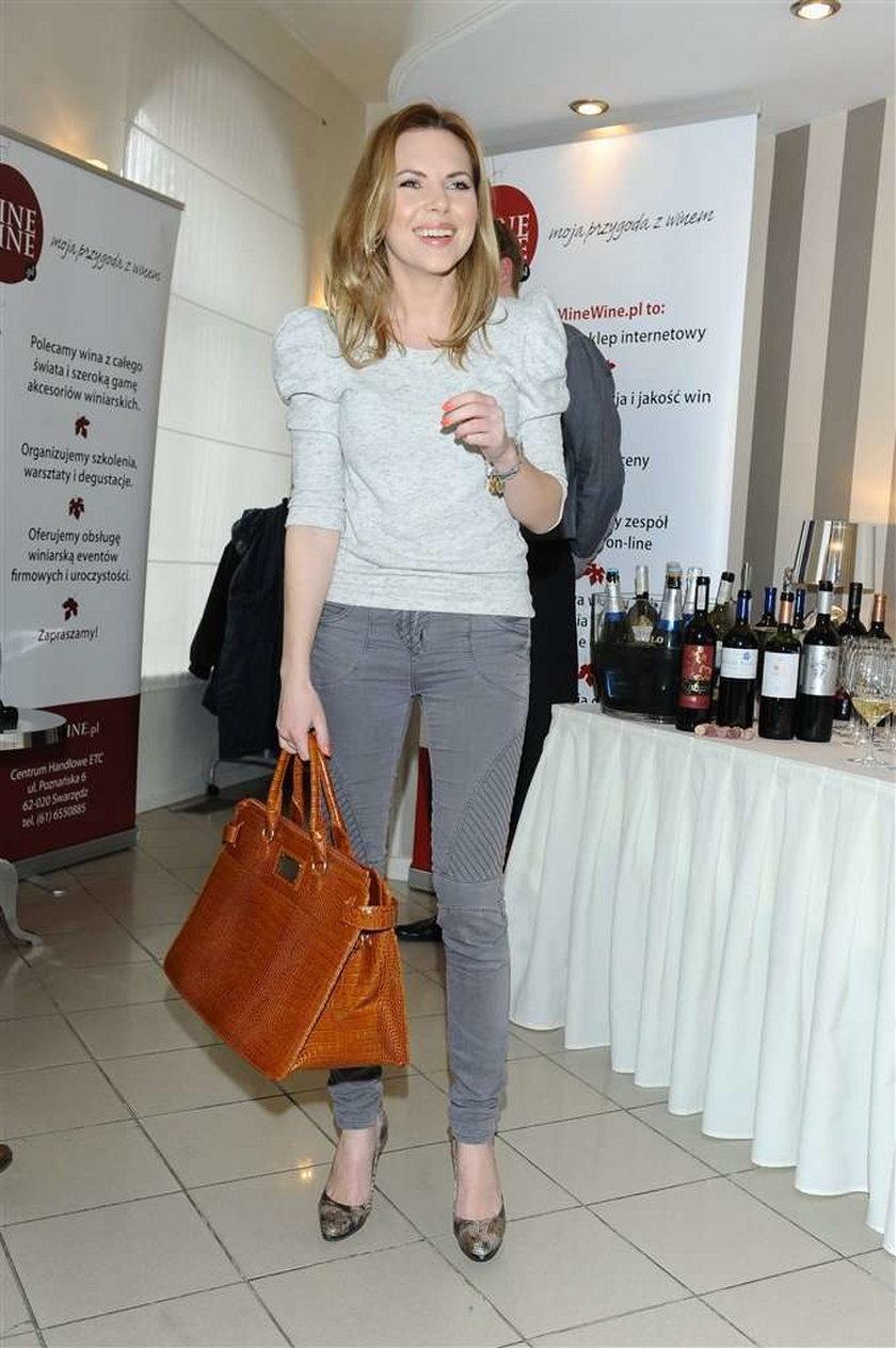 Kwaśniewska ma torebkę ze swoimi inicjałami