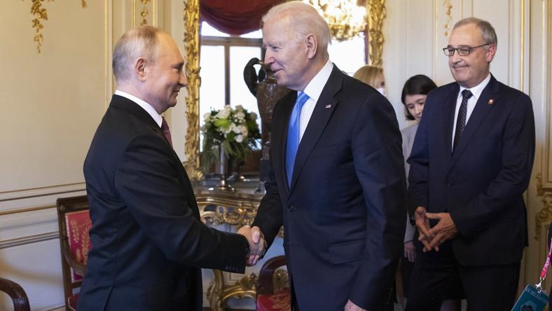 Przywitanie Joe Bidena i Władimira Putina