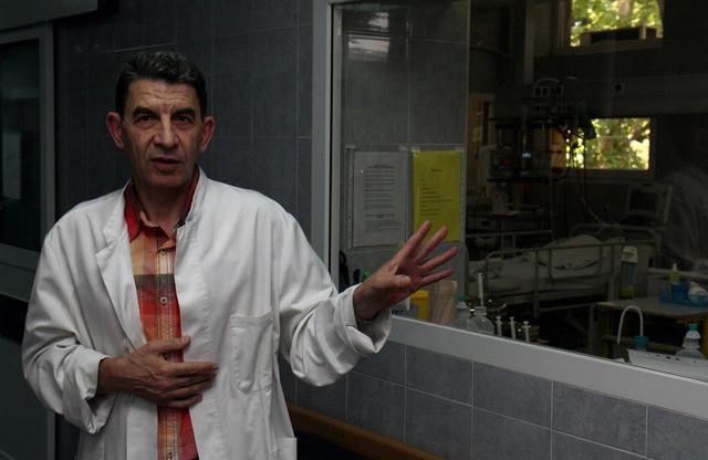 Dr Miloš Petković i njegov tim zadužen je za pripremu operacije, davanje anestezije i postoperativno lečenje dece