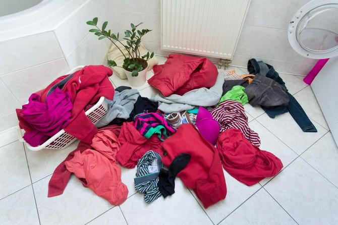 Mnogi tokom pandemije COVID-19 dezinfikuju odeću, stručnjaci iz Kine kažu da je to nepotrebno
