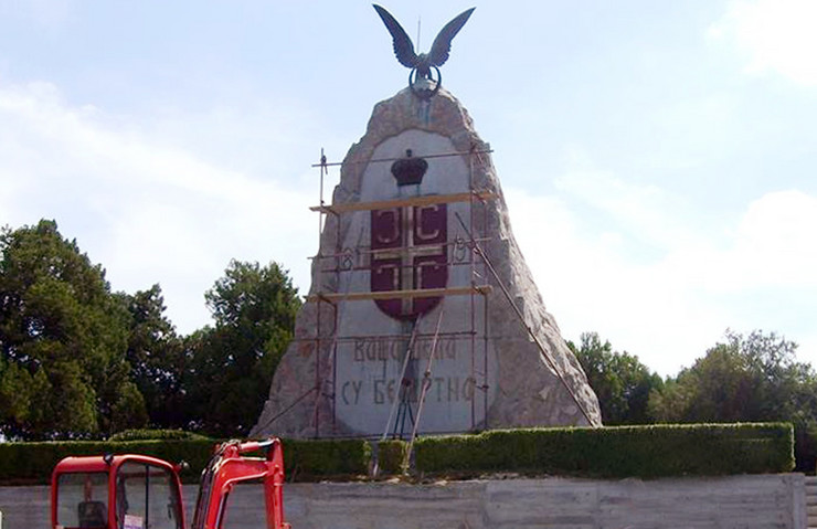 Loznica01 sredjuju spomenik na tekerisu spomenik cerskim junacima foto s.pajic