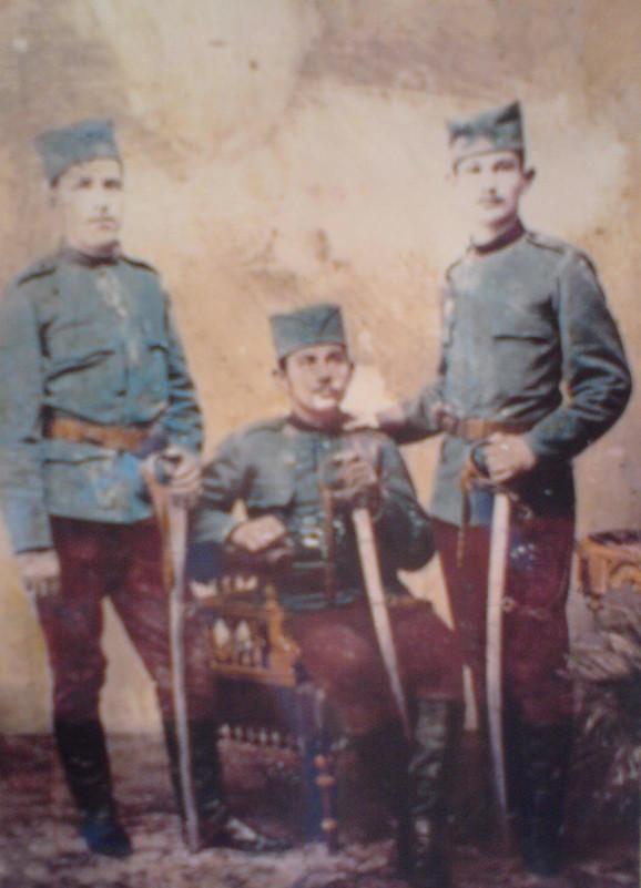 Srpski vojnici s šajkačama