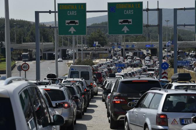 DRAMA NA EVZONIJU Srpski turisti javljaju da im od 10.30 časova NIJE DOZVOLJEN ULAZ U GRČKU iz Severne Makedonije