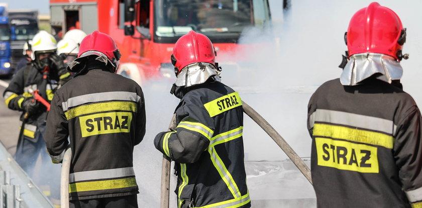 Pożar na wysypisku pod Wieluniem! Ogień, cuchnące śmiecie i bohaterska walka strażaków