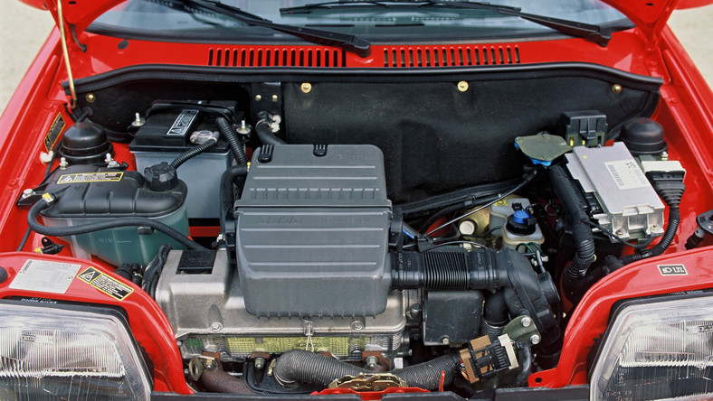 Wszystko zaczęło się w 28 lat temu. 9 września 1987 roku Fiat podpisał porozumienie z polskim rządem o produkcji nowego, strategicznego modelu w swojej gamie. Przyjęto tę samą formułę umowy co w przypadku modelu 126: określała ona warunki uzyskania przez stronę polską licencji, a także niezbędnych pożyczek dla Fabryki Samochodów Małolitrażowych na uruchomienie produkcji, wyeksportowanie nowego modelu za pośrednictwem sieci sprzedaży Fiat, zapewnienie obsługi technicznej i handlowej oraz zapłatę za licencję w postaci rekompensaty...