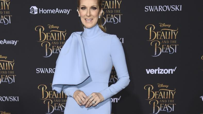 Obłędna Celin Dion w błękitnej sukni