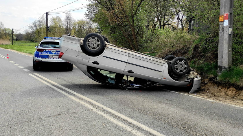 Wypadek w Cieciszewie. Kierowca uciekł, a potem... wrócił