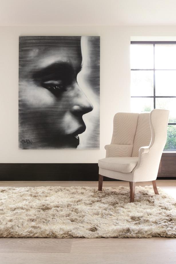 Często do naszych mieszkań i domów wybieramy proste siedziska w stonowanych kolorach