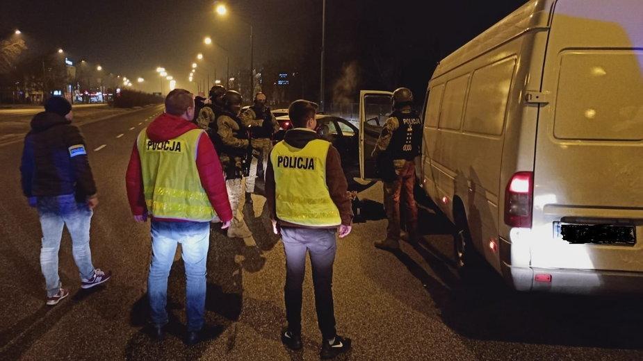 Policjanci rozbili grupę włamywaczy do tirów
