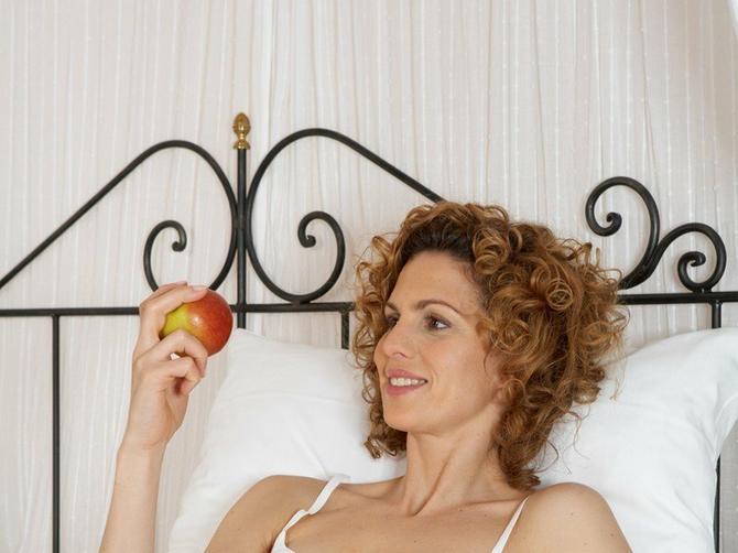 Ako pred spavanje pojedete jabuku, desiće vam se OVE 4 STVARI: Prva je POTPUNO NEOČEKIVANA