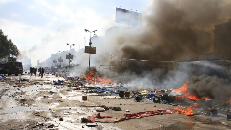 Starcia zwolenników Bractwa Muzułmańskiego z policją przenoszą się poza Kair. Jak podaje Reuters, do zamieszek dochodzi także w miastach Al-Minja i Asjut.