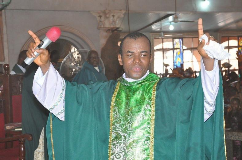Rev.Fr. Ejike Mbaka of the Adoration Prayer Ground says Nigerians ain't seen nothing yet (Sun Newspaper)  - 9u1k9kqTURBXy8wNDIzZTdhNzRkYjU1NDE3YTU0ZWRhZWFkNzVlNzgyYS5qcGVnkpUCzQMUAMLDlQIAzQL4wsOBoTAB - Rev Mbaka: 'I have 39 more prophecies that will come to pass in 2020'