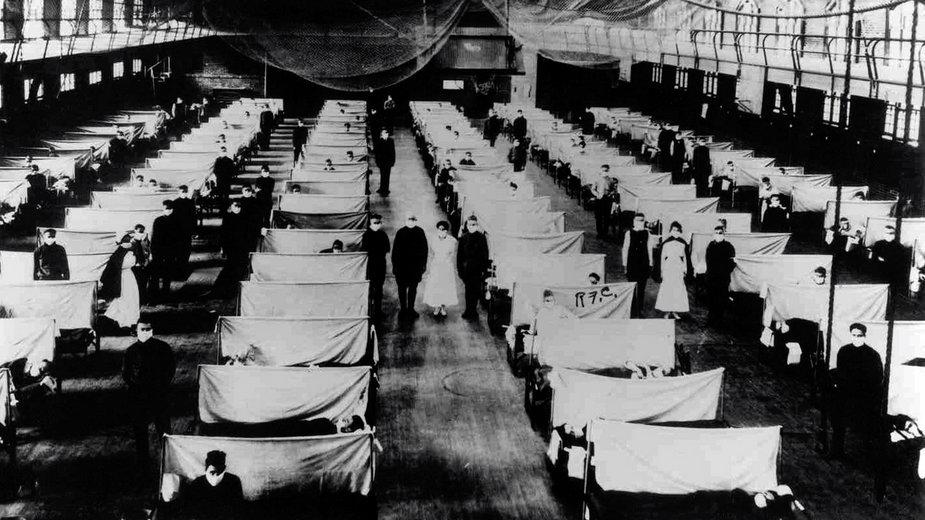 Hala magazynowa zamieniona w szpital podczas epidemii hiszpanki w 1918 r