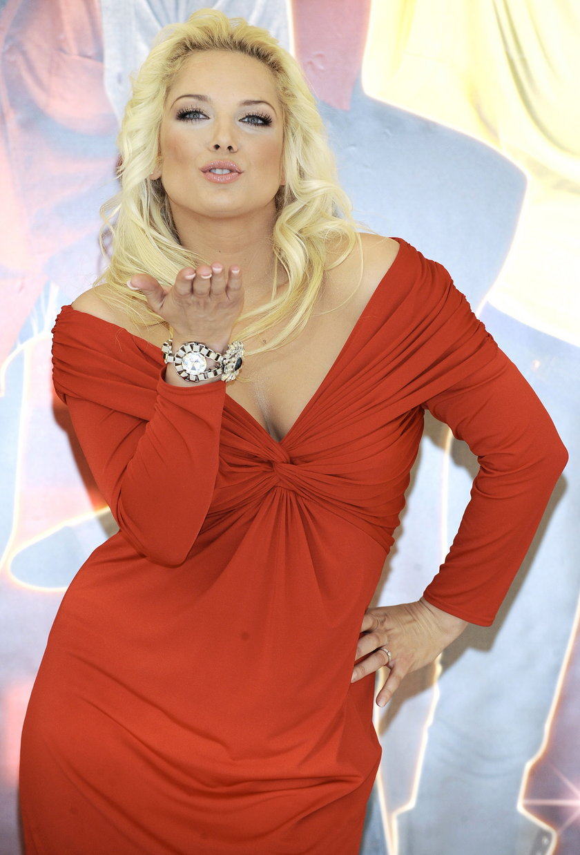 Joanna Liszowska w czerwonej sukience