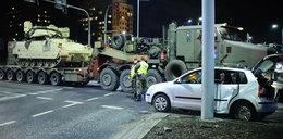 Wypadek w Bydgoszczy. Osobówka zderzyła się z czołgiem