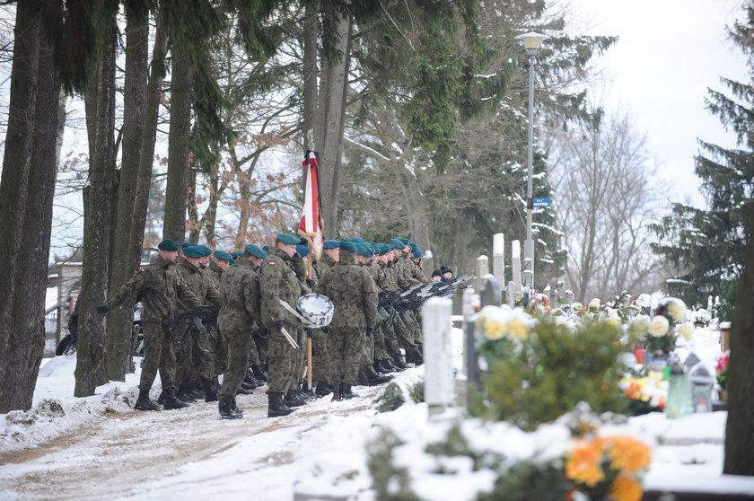 Żołnierz, który walczył w Afganistanie, zginął wracając z pogrzebu teściowej