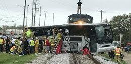 Pociąg staranował autobus. Są zabici