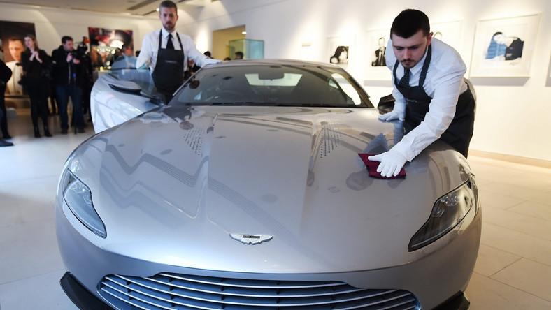 """Podczas kręcenia """"Spectre"""" zniszczono auta o łącznej wartości 36 milinów dolarów. Było wśród nich dziesięć samochodów Aston Martin, z czego osiem specjalnie przygotowano do kręcenia scen kaskaderskich."""