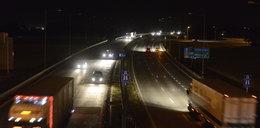 Autostrada tonie w ciemnościach