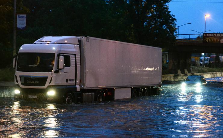 618254_novi-sad9935-kisa-poplava-potop-detelinara-foto-nenad-mihajlovic