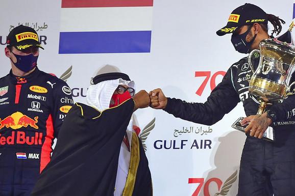 "DOBRO PA SE ""ZAVRŠILO""! Hamilton se bliži trocifrenom broju POBEDA, najbrži na UŽASNOJ trci Formule 1"