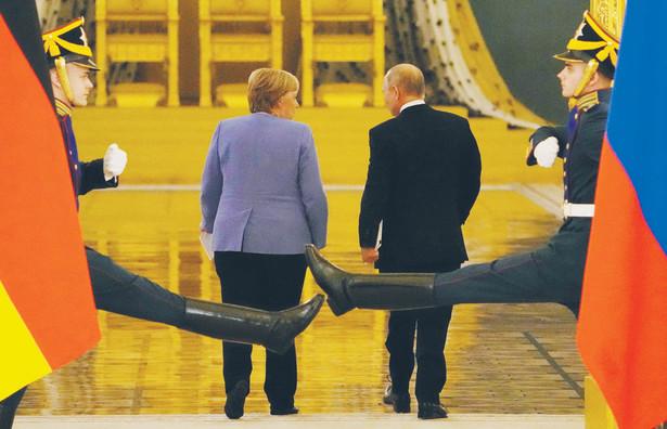 Merkel przyleciała do Moskwy dokładnie w rocznicę próby otrucia Nawalnego przez funkcjonariuszy Federalnej Służby Bezpieczeństwa
