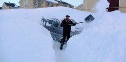 Tak wygląda zima w Rosji. Kilkumetrowe zaspy i brodzenie w śniegu po pachy!
