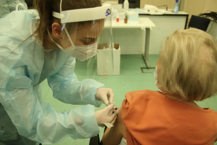 vakcina-vakcinacija-07-foto-S-PASALIC