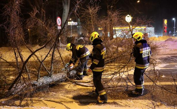 Aż 400 interwencji strażaków zanotowano na Pomorzu, ponad 200 w województwie warmińsko-mazurskim i przeszło 100 w województwie mazowieckim