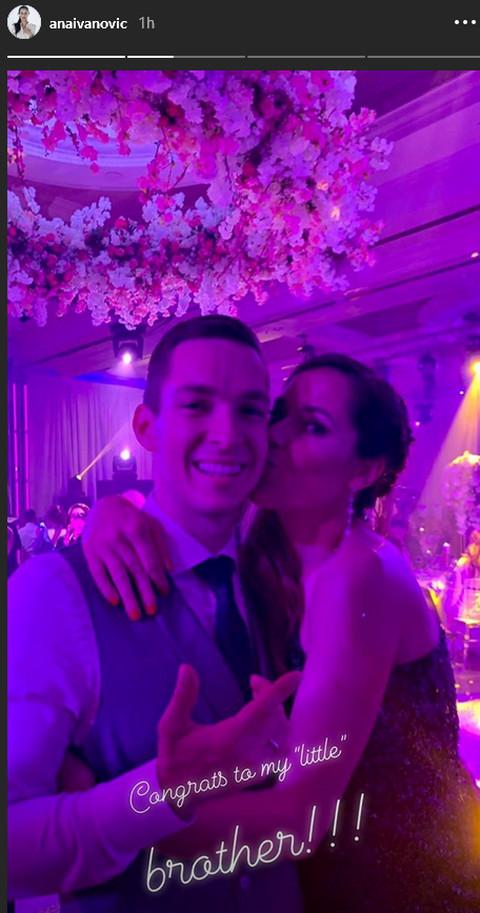 Trudna Ana Ivanović se do kasnih večernjih sati veselila na svadbi svog brata i Džajine ćerke: teniserka izula štikle,a ovo je svima zapalo za oko! FOTO
