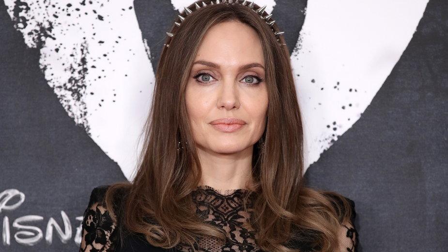 Angelina Jolie została przyłapana na randce z popularnym wokalistą