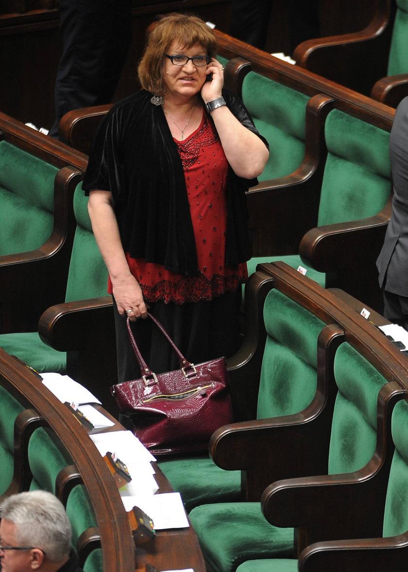 Anna Grodzka z wachlarzem