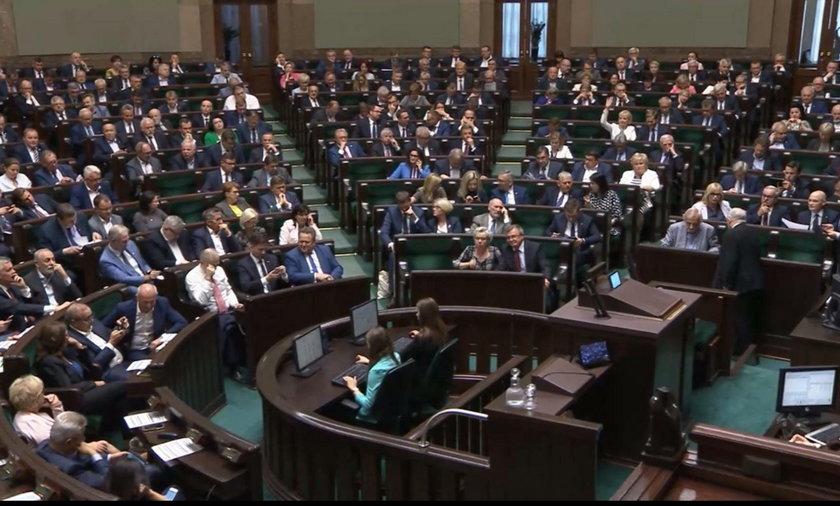 """Obrady Sejmu przerwane! """"Sytuacja bez precedensu"""""""