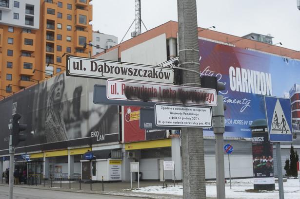 Zamazana tablica z nazwą ulicy Prezydenta Lecha Kaczyńskiego w Gdańsku