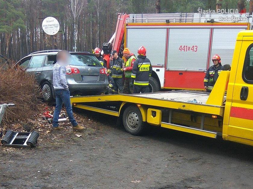 Uratowali kobietę z tonącego auta