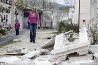 Włochy: Po trzęsieniu ziemi 10 tysięcy osób śpi w samochodach