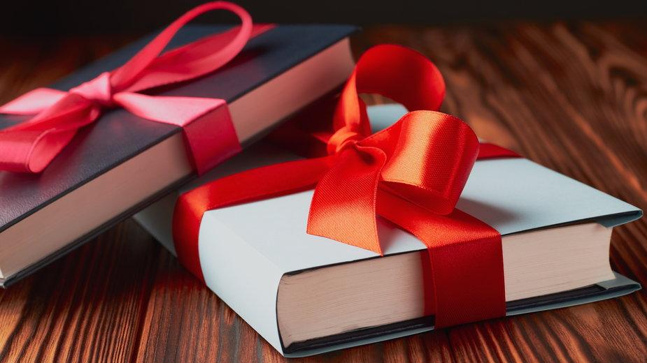 10 książek idealnych na prezent świąteczny