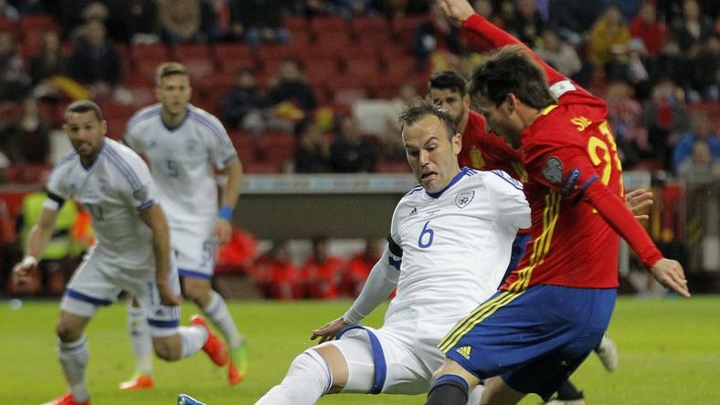 David Silva (w czerwonej koszulce)