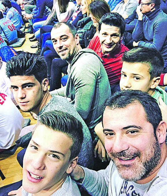 Stanković je vodio sinove na utakmicu Zvezde i Fenerbahčea, a gledali su je u društvu njegovih bivših saigrača Milijaša i Pantelića