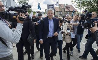 Policja odczytała Frasyniukowi zarzut z kodeksu wykroczeń