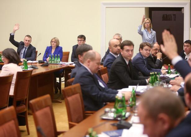 """Biuro Analiz Sejmowych podkreślało, że poważne wątpliwości budzi m.in. stwierdzenie """"w szczególnie rażących przypadkach"""". Je"""