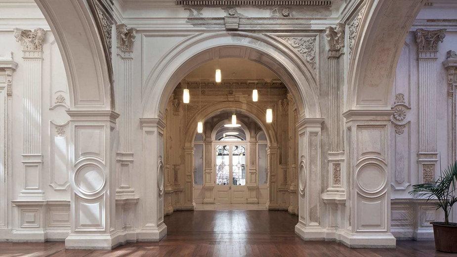Gmach Ministerstwa Kultury w Chile. Tu historia spotyka się z nowoczesnością.