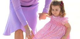 """3-letnia księżniczka Charlotte sztorcuje fotoreporterów: """"Wy nie idziecie"""""""