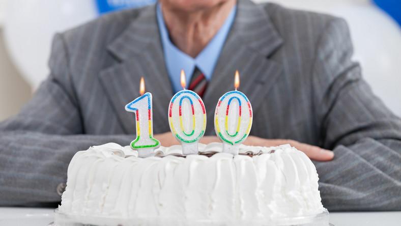 Senior, 100 lat