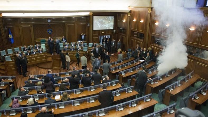 Gaz łzawiący w parlamencie