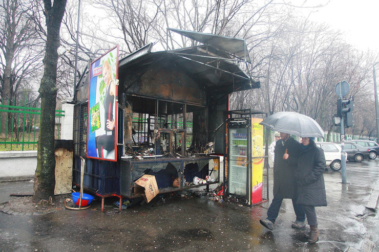 109689_1008-zapaljeni-kiosk-foto-dusan-milenkovic
