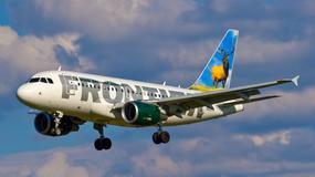 Awantura na pokładzie samolotu. Pasażer uderzył pięścią głuchoniemą kobietę w ciąży